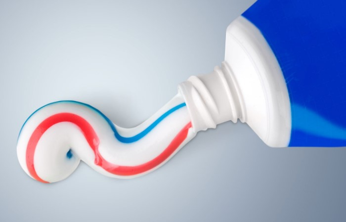 Трехцветная зубная паста - не что иное, как удачный маркетинговый ход / Фото: farmersalmanac.com