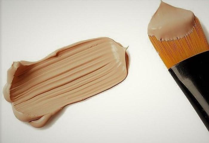 В состав крема входят жиры, а очищающее средство должно их растворить / Фото: severdv.ru