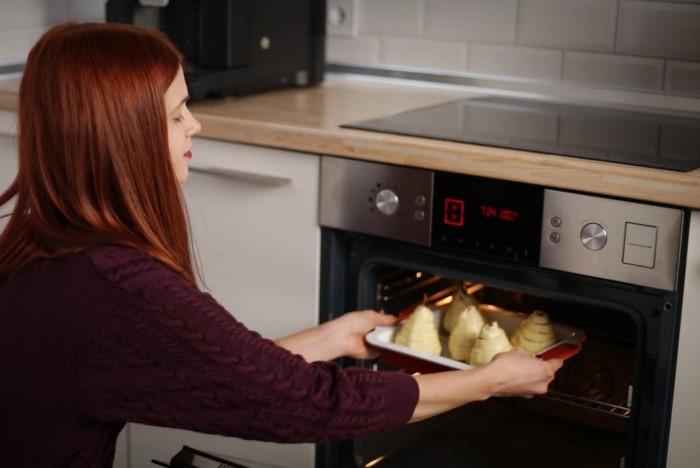 Предварительно прогревайте духовку 15-20 минут / Фото: cf.ua