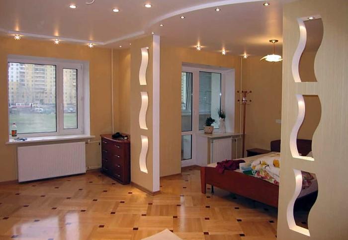 Выбирайте стильные ровные перегородки из натуральных материалов, а не фигурные конструкции / Фото: design-homes.ru