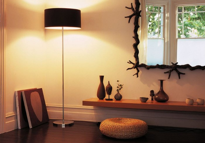 Торшер будет дополнительным источником света и элементом декора / Фото: remontbp.com
