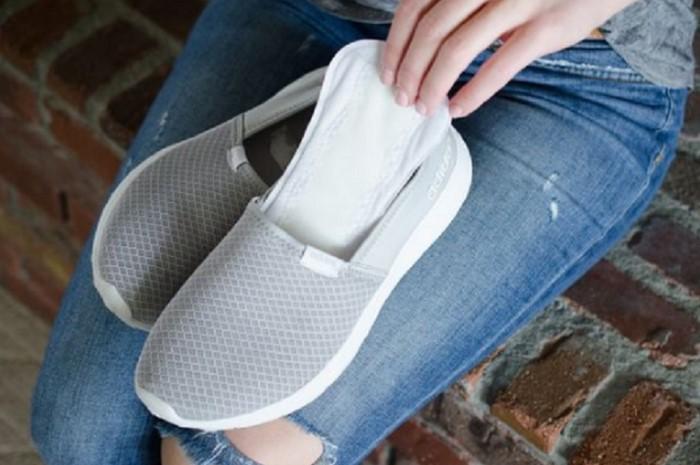 В спортивной обуви ноги довольно сильно потеют / Фото: poradnuk.com