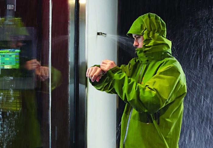 После кондиционера куртки, анораки, пуховики и теплая спортивная одежда лишатся своей функции / Фото: gore-tex.co.uk