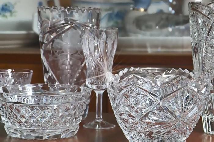 Хрустальная посуда рискует лопнуть от температурного перепада / Фото: i.ytimg.com
