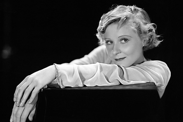 В 1932 году актриса из Великобритании Пег Энтуисл забралась на букву и «Н» и спрыгнула с нее / Фото:123ru.net