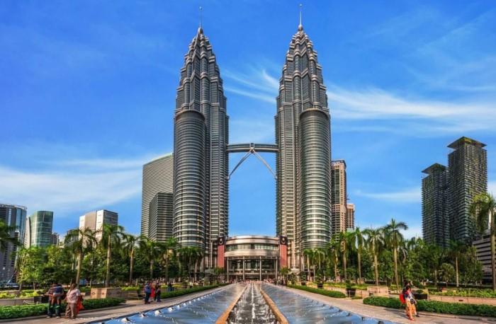 По задумке создателей, сооружения напоминают две восьмиконечные звезды / Фото: 3pulse.com