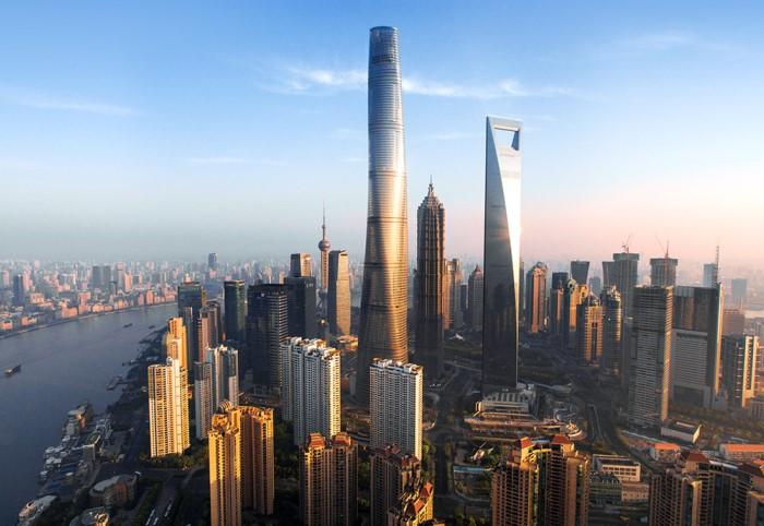 Благодаря стильному дизайну и крученой форме сооружение стало визиткой Шанхая / Фото: fullpicture.ru