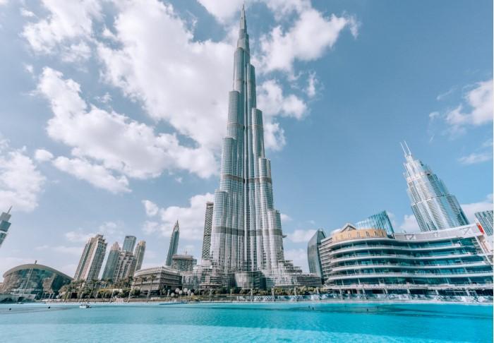 Бурдж-Халифа - не просто небоскреб, а сверхвысотное сооружение, напоминающее сталагмит / Фото: izkiz.net