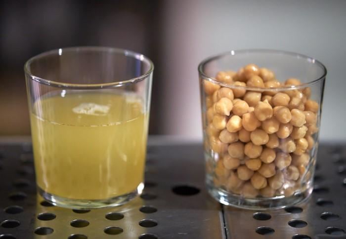 Аквафаба сохраняется в холодильнике до 4-5 дней или ее можно заморозить / Фото: giovanniceccarelli.com