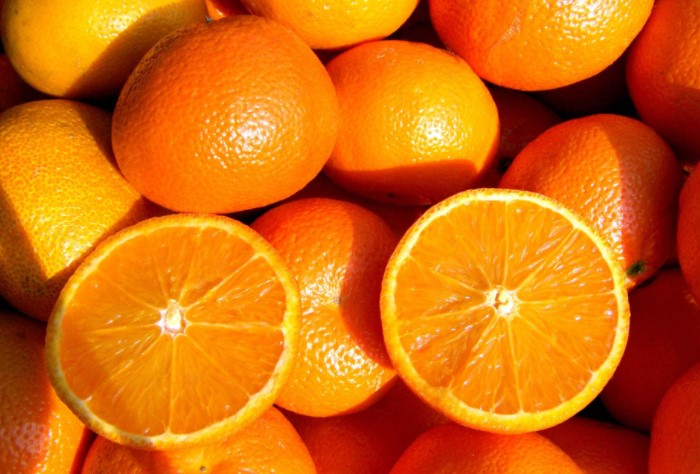 В английском языке слово «orange» означает и апельсин, и оранжевый цвет / Фото: profyjournal.ru