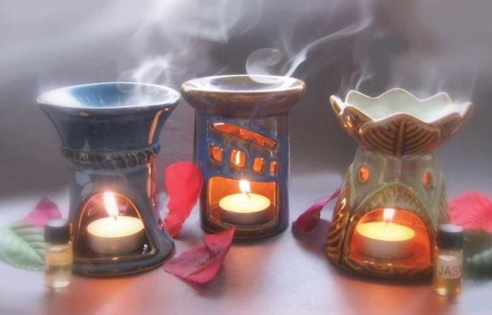 Зажгите лампу на 2-3 часа с эвкалиптовым, базиликовым или гвоздичным маслом/ Фото: serviceyard.net