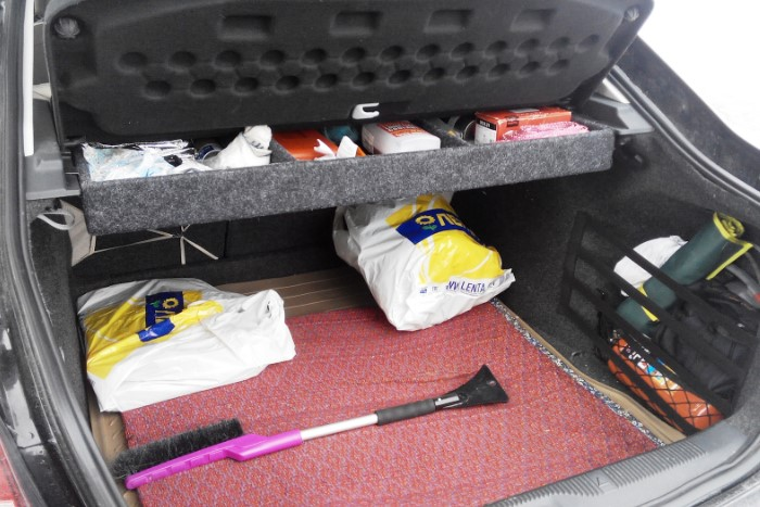 Уберите из багажника все лишнее, чтобы снизить вес авто / Фото: a.d-cd.net