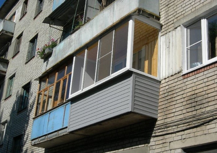 Ни в коем случае не объединяйте балкон с жилой комнатой, поскольку так нарушается конструкция выступающей площадки / Фото: blokstroy58.ru