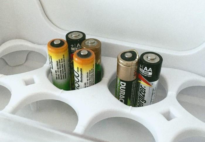 При низких температурах батарейки быстрее портятся и на них появляется коррозия / Фото: hi-tech.mail.ru