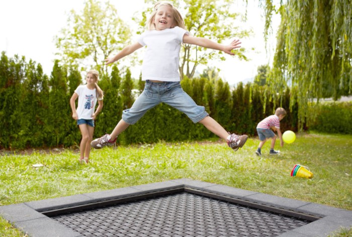Выройте яму и установите в нее встроенный батут / Фото: trampolinwelt24.de