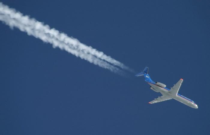 Распылять токсичные вещества с  лайнера нет смысла, поскольку они попросту не долетят до земли / Фото: s00.yaplakal.com