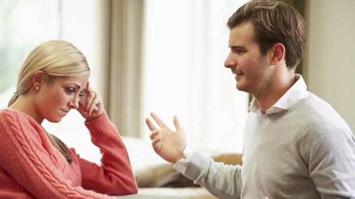Отводить глаза во время беседы - нормально, потому что сложно долго фокусироваться на одной точке / Фото: inha.ru