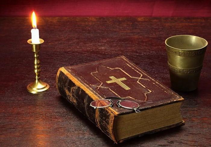 Многие постояльцы, в частности туристы, не упускают шанс забрать с собой книгу в качестве «сувенира» / Фото: millionstatusov.ru