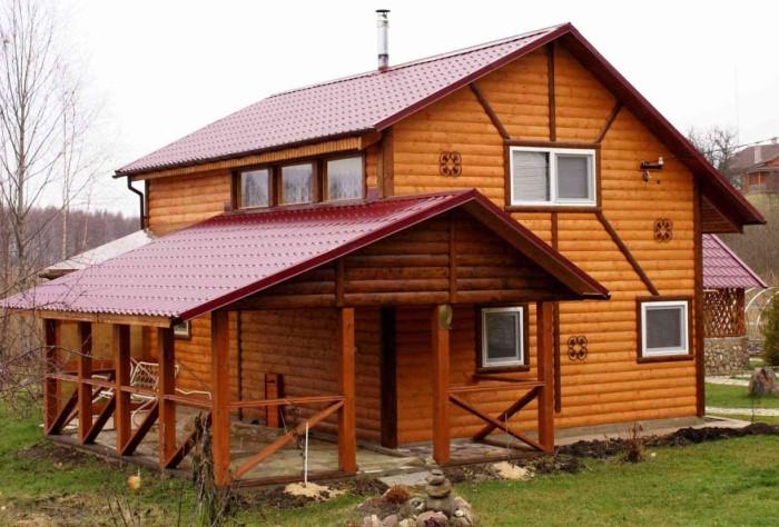 У блок-хауса плоская внутренняя сторона, снаружи они выполнены в полуцилиндрической форме / Фото: elka-palka.ru