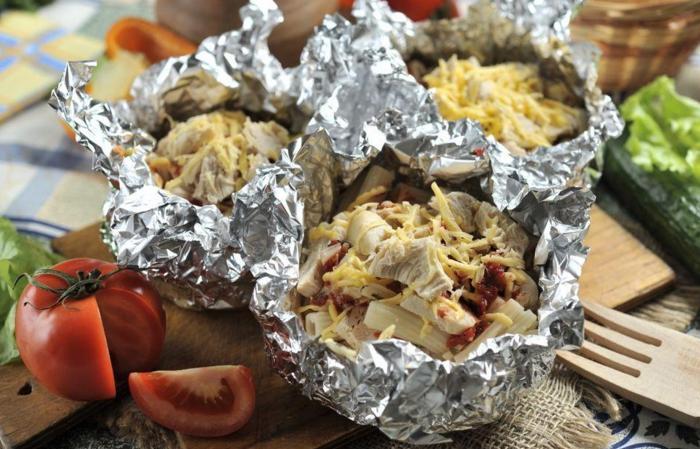Фольга помогает запекать блюдо в собственном соку / Фото: nastroy.net