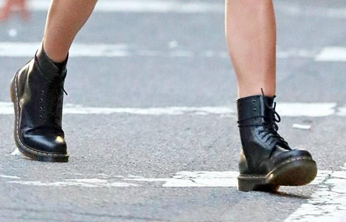 В ботинках может скрипеть все, что угодно / Фото: spletnik.ru
