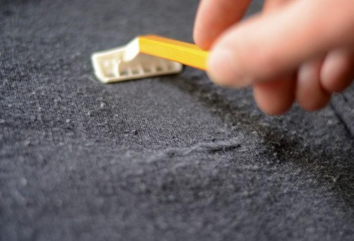 Бритва - самый простой способ избавиться от катышков, главное, чтобы она была старой и тупой/ Фото: help-advisors.com