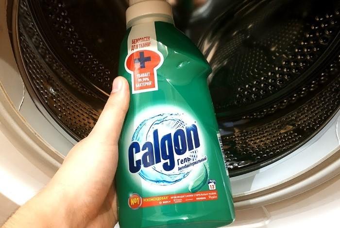 Бытовая химия поможет избавиться от запаха, налета и плесени / Фото: i.ytimg.com