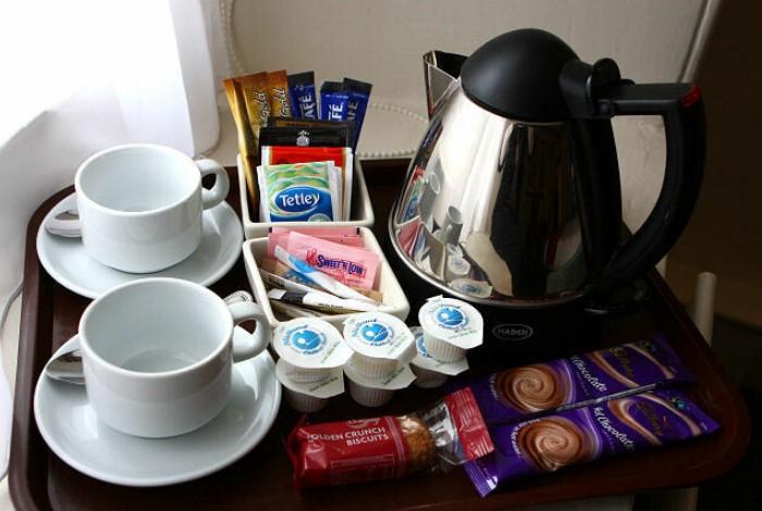 В обслуживание номеров также входят чай, кофе и сладости / Фото: img.tourister.ru