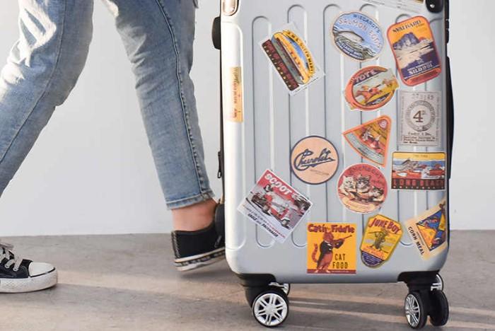 Яркий чемодан легко распознать среди других / Фото: ae01.alicdn.com