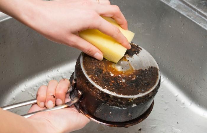 Агрессивные чистящие средства заменит пена для бритья / Фото: severdv.ru