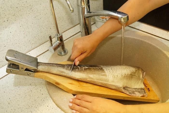 Почистить рыбу и обойтись без генеральной уборки на кухне - реально