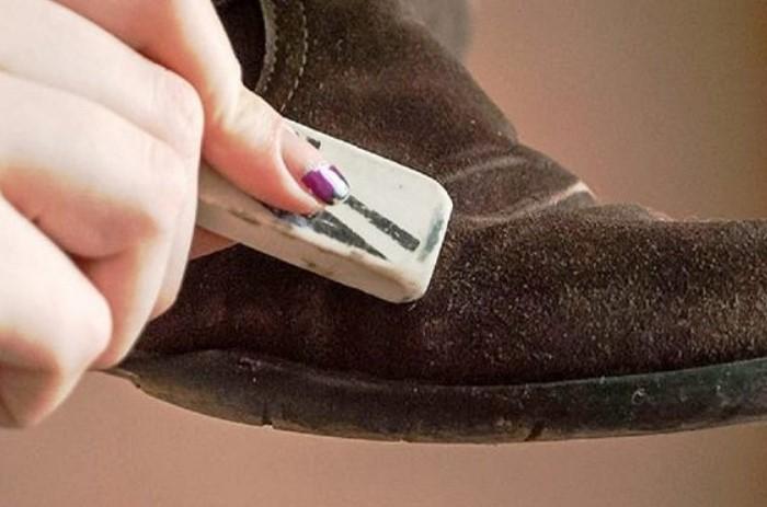Ластик заменяет сухое чистящее средство для замши / Фото: fabrika-bizon.ru