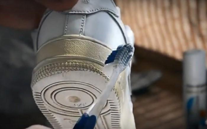 Обувь с белой подошвой требует тщательного ухода