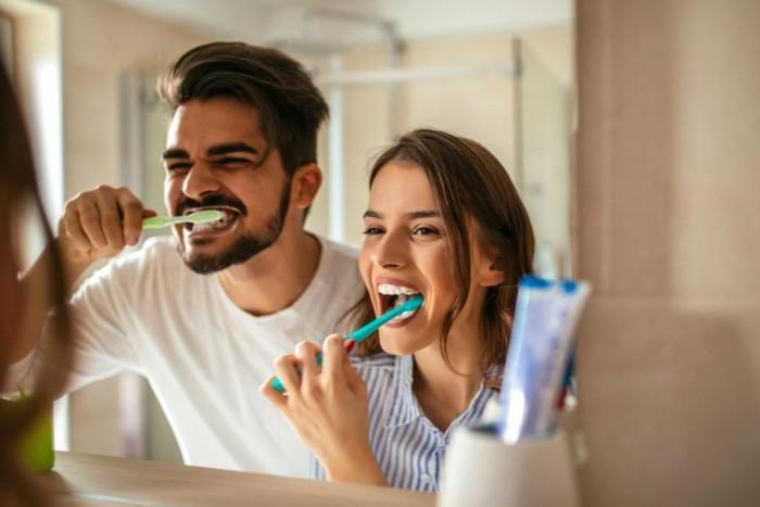 Тампоном достаточно легко почистить зубы / Фото: medcentr.biz