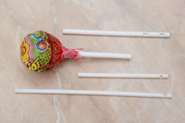 Не пытайтесь сделать из палочки свисток, дырочка имеет другое назначение  / Фото: usamodelkina.ru
