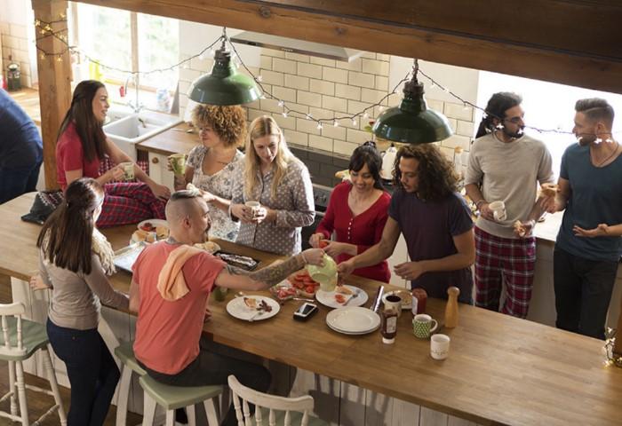 Коливинг - современный аналог общежитий и коммуналок / Фото: miro.medium.com