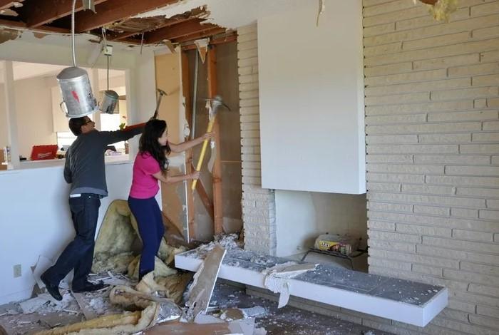 Если стены, которые вы хотите перенести, не несущие, можно сделать перепланировку  / Фото: st.houzz.com