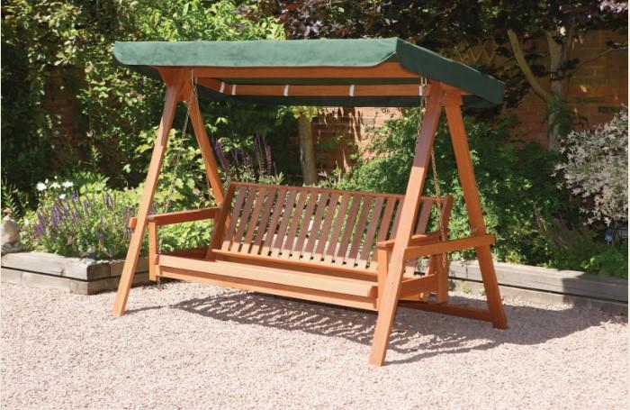 Деревянные изделия прочные и гармонично вписываются в любую обстановку / Фото: agreatgarden.com