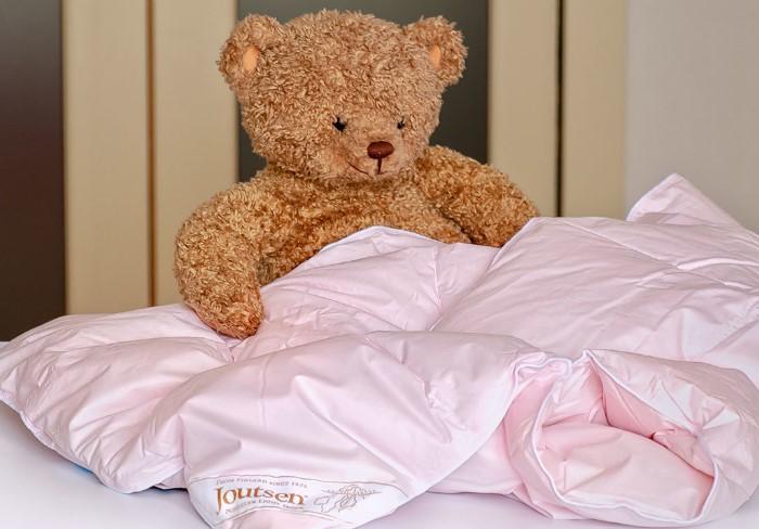 Маленькие детские одеяла можно постирать в машинке / Фото: static-eu.insales.ru