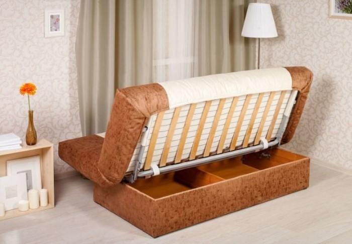 Единственный минус конструкции - каждый раз диван придется отодвигать от стены, чтобы раскрыть / Фото: great-sales24.ru