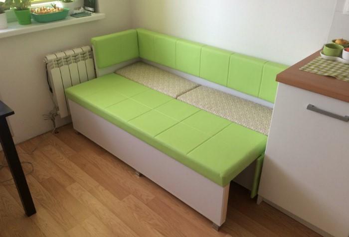 Диван-кровать уместен в гостиной, на кухне, в детской и даже в спальне / Фото: mebel-v-nsk.ru