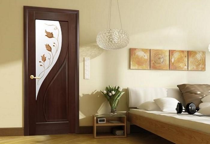 Порой двери выглядят массивно, утяжеляют интерьер и визуально уменьшают пространство / Фото: obud.com.ua