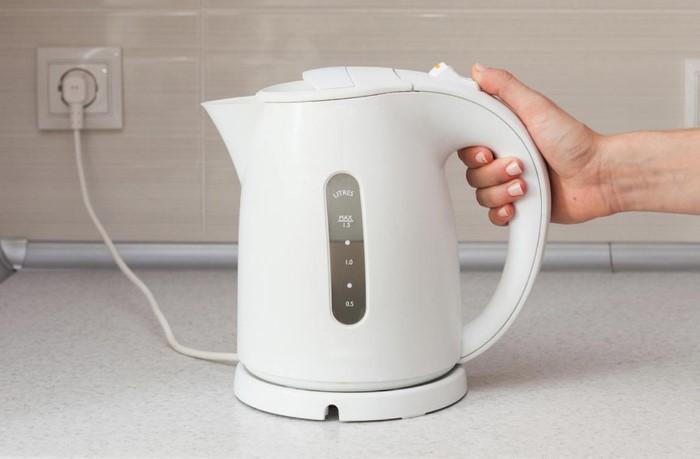 Старайтесь кипятить ровно столько воды, сколько вам нужно / Фото: ukrhealth.net