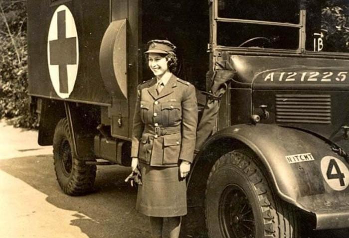 Во время Второй мировой Елизавета добровольно вступила в женские отряды самообороны / Фото: insider.ua