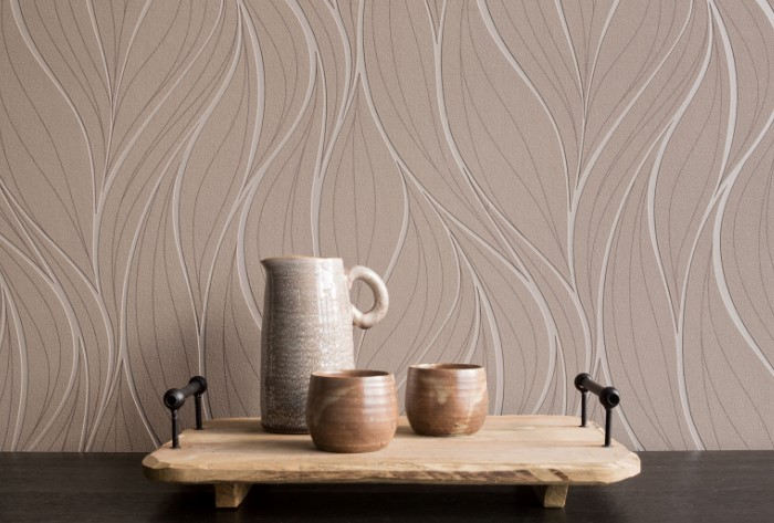 Часто фактурные обои их не рекомендуют для кухонь, поскольку в объемный рисунок забивается пыль / Фото: otdelkasten.com