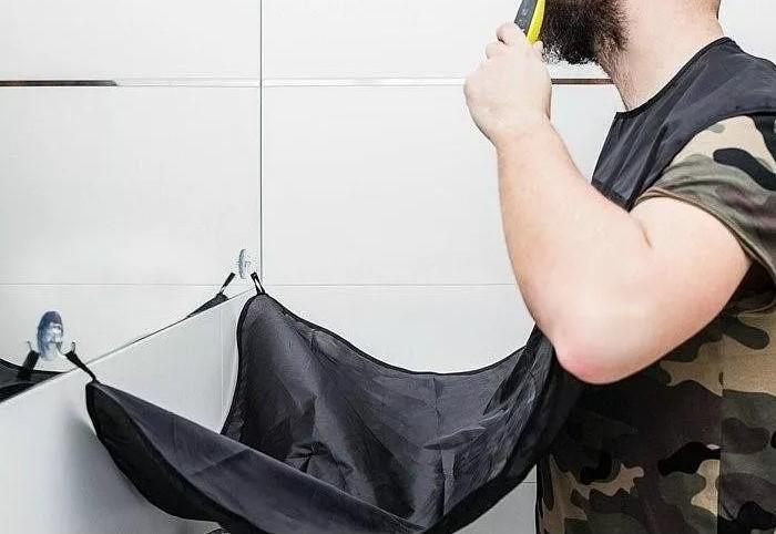 С фартуком для бритья не придется собирать волоски по всей комнате / Фото: image.ceneostatic.pl
