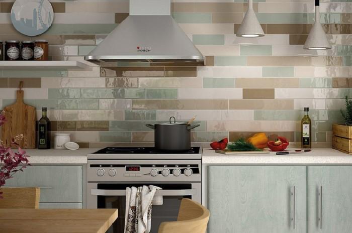 Плитку с выемками и выпуклостями не стоит делать на кухне, где часто готовят / Фото: royalstone.ru