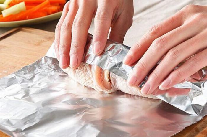 Фольга делает блюдо нежным и ароматным  / Фото: attuale.ru