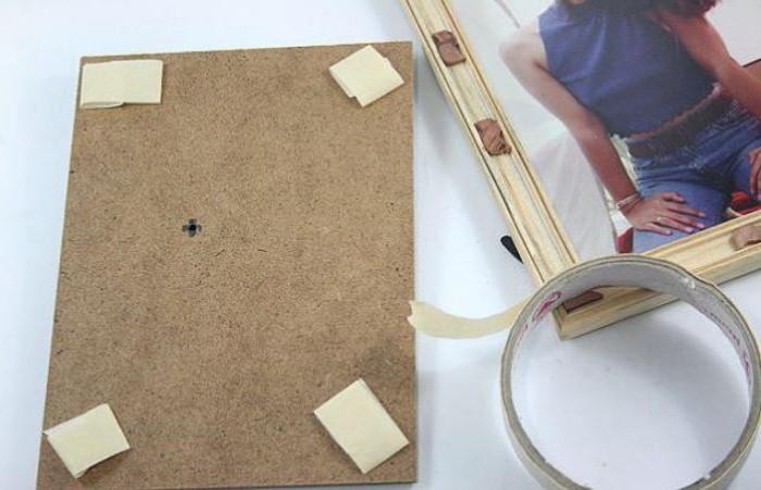 Такая хитрость сработает лишь при одном условии - вес рамки должен быть примерно как у картона / Фото: uk.ruarrijoseph.com