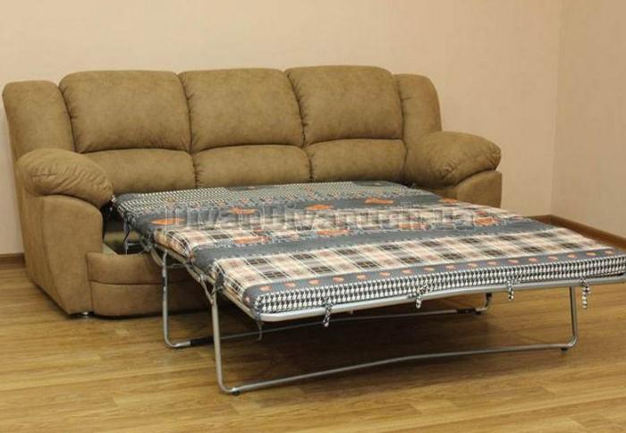 Чтобы раскрыть диван, нужно потянуть сиденье за петельку вперед, а затем разложить составные части / Фото: divandivanuch.ua